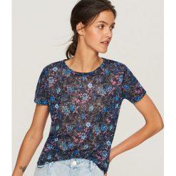 T-shirt w kwiaty - Wielobarwn. Szare t-shirty damskie Reserved, w kwiaty. Za 39.99 zł.