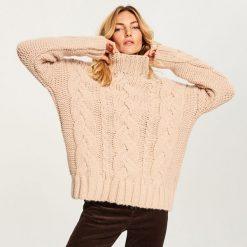 Gruby sweter ze stójką - Różowy. Czerwone swetry damskie Reserved, ze stójką. Za 139.99 zł.