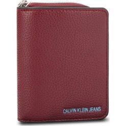 Mały Portfel Damski CALVIN KLEIN JEANS - Ultra Light French W K40K400699 238. Czerwone portfele damskie Calvin Klein Jeans, z jeansu. Za 279.00 zł.