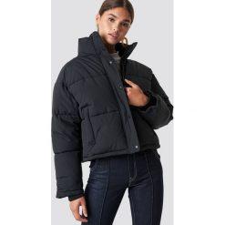 NA-KD Krótka kurtka watowana - Black. Czarne kurtki damskie NA-KD, z materiału. Za 283.95 zł.