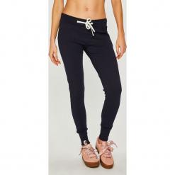 Answear - Spodnie Femifesto. Szare spodnie materiałowe damskie ANSWEAR, z bawełny. Za 149.90 zł.