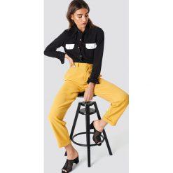 NA-KD Trend Szerokie spodnie z wysokim stanem - Yellow. Żółte spodnie materiałowe damskie NA-KD Trend, z haftami. Za 92.95 zł.