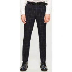 Spodnie garniturowe w kratę slim fit - Granatowy. Niebieskie eleganckie spodnie męskie Reserved. Za 149.99 zł.