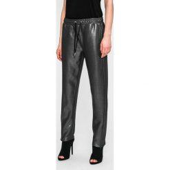 Guess Jeans - Spodnie. Szare jeansy damskie Guess Jeans. W wyprzedaży za 269.90 zł.