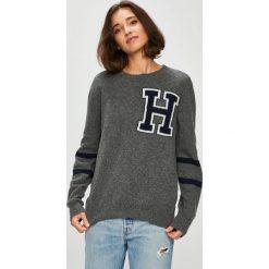 Tommy Hilfiger - Sweter. Szare swetry damskie Tommy Hilfiger, z dzianiny, z okrągłym kołnierzem. Za 539.90 zł.