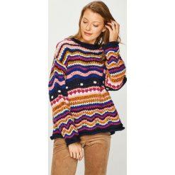 Trendyol - Sweter. Różowe swetry damskie Trendyol, z dzianiny, z okrągłym kołnierzem. Za 149.90 zł.