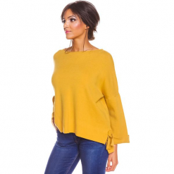 """Sweter """"Sonia"""" w kolorze musztardowym. Żółte swetry damskie So Cachemire, z kaszmiru, z asymetrycznym kołnierzem. W wyprzedaży za 173.95 zł."""