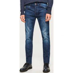 Jeansy slim fit - Granatowy. Niebieskie jeansy męskie Reserved. Za 149.99 zł.
