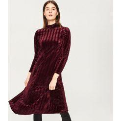 Sukienka ze stójką - Bordowy. Czerwone sukienki damskie Reserved, ze stójką. Za 119.99 zł.