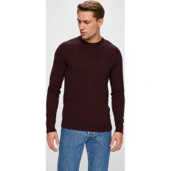 Jack & Jones - Sweter. Czarne swetry przez głowę męskie Jack & Jones, z bawełny, z okrągłym kołnierzem. W wyprzedaży za 69.90 zł.