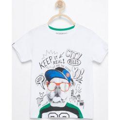 T-shirt z kolorowym nadrukiem - Biały. Białe t-shirty dla chłopców Reserved, w kolorowe wzory. Za 59.99 zł.
