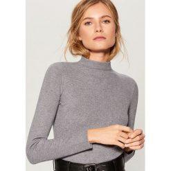 Dopasowany sweter - Szary. Swetry damskie marki bonprix. Za 69.99 zł.