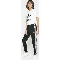 Adidas Originals - Top. Topy damskie adidas Originals, s, z nadrukiem, z bawełny, z okrągłym kołnierzem, z krótkim rękawem, krótkie. W wyprzedaży za 99.90 zł.