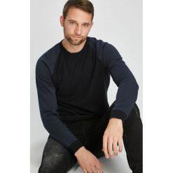 Jack & Jones - Sweter. Czarne swetry przez głowę męskie Jack & Jones, z bawełny, z okrągłym kołnierzem. W wyprzedaży za 139.90 zł.