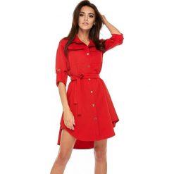 Sukienka military z paskiem oll11. Czerwone sukienki damskie LaLa, moro, z dzianiny, biznesowe. W wyprzedaży za 179.00 zł.