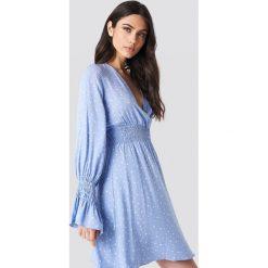 Trendyol Sukienka z marszczoną talią - Blue. Niebieskie sukienki damskie Trendyol, dekolt w kształcie v. Za 60.95 zł.