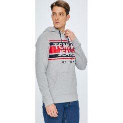 Tommy Jeans - Bluza. Szare bluzy męskie Tommy Jeans, z nadrukiem, z bawełny. W wyprzedaży za 279.90 zł.
