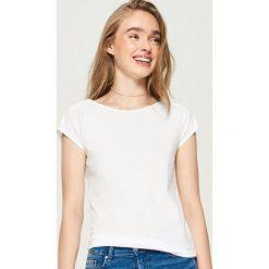 T-shirt basic - Biały. Białe t-shirty damskie Sinsay. Za 9.99 zł.