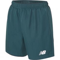 Spodenki treningowe Woven Short - MS630041TNO. Szare krótkie spodenki sportowe męskie New Balance, z materiału. W wyprzedaży za 89.99 zł.