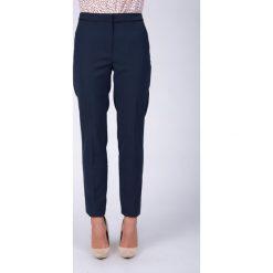 Granatowe eleganckie spodnie w kant QUIOSQUE. Szare spodnie materiałowe damskie QUIOSQUE, z haftami, z tkaniny. W wyprzedaży za 49.99 zł.