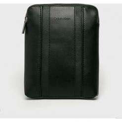 Calvin Klein - Saszetka. Czarne saszetki męskie Calvin Klein, z materiału, casualowe. Za 399.90 zł.