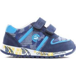 Niebieskie Buty Sportowe Do Fine. Niebieskie buty sportowe chłopięce Born2be, z materiału. Za 59.99 zł.