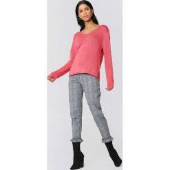 Rut&Circle Sweter dzianinowy z dekoltem V Ninni - Pink. Różowe swetry damskie Rut&Circle, z dzianiny. W wyprzedaży za 40.48 zł.