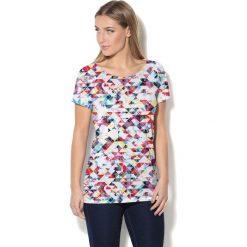 Colour Pleasure Koszulka CP-034  16 biało-różowo-niebieska r. XL/XXL. T-shirty damskie Colour Pleasure. Za 70.35 zł.