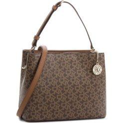 Torebka DKNY - Bryant Bucket R83JJ619  Mocha Logo/Vic 244. Brązowe torebki do ręki damskie DKNY, ze skóry ekologicznej. Za 719.00 zł.