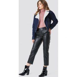 NA-KD Kurtka jeansowa Teddy - Blue. Niebieskie kurtki damskie NA-KD, w paski, z jeansu. Za 283.95 zł.