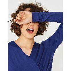 Simple - Bluzka. Niebieskie bluzki damskie Simple, z dzianiny, casualowe. W wyprzedaży za 199.90 zł.