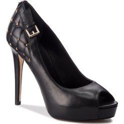 Szpilki GUESS - FLHUA4 LEA07  BLACK. Czarne szpilki damskie Guess, z materiału. W wyprzedaży za 499.00 zł.