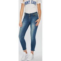 Mustang - Jeansy. Szare jeansy damskie Mustang. W wyprzedaży za 239.90 zł.