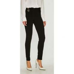 Guess Jeans - Spodnie. Szare jeansy damskie Guess Jeans. Za 399.90 zł.