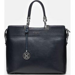 Granatowa torebka damska. Niebieskie torebki do ręki damskie Kazar, w paski, ze skóry. Za 849.00 zł.