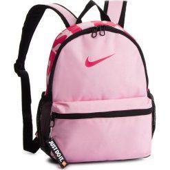 Plecak NIKE - BA5559 654. Czerwone plecaki damskie Nike, z materiału, sportowe. Za 79.00 zł.