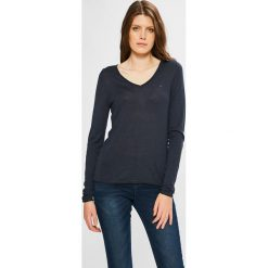 Tommy Jeans - Sweter. Czarne swetry damskie Tommy Jeans, z dzianiny. W wyprzedaży za 299.90 zł.