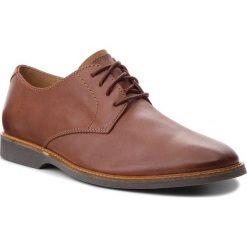 Półbuty CLARKS - Atticus Lace 261361567  Mohogany Leather. Brązowe eleganckie półbuty Clarks, z materiału. W wyprzedaży za 229.00 zł.