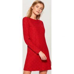 Koronkowa sukienka - Czerwony. Czerwone sukienki damskie Mohito, z koronki. Za 129.99 zł.