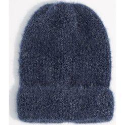Czapka beanie z połyskującym włosiem - Granatowy. Czapki i kapelusze damskie marki Mohito. W wyprzedaży za 24.99 zł.