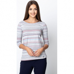 Szara bluzka w etniczny wzór QUIOSQUE. Szare bluzki damskie QUIOSQUE, z nadrukiem, z dzianiny, klasyczne, z dekoltem w łódkę, z długim rękawem. W wyprzedaży za 59.99 zł.