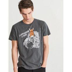 T-shirt z nadrukiem - Granatowy. T-shirty damskie marki Reserved. W wyprzedaży za 24.99 zł.