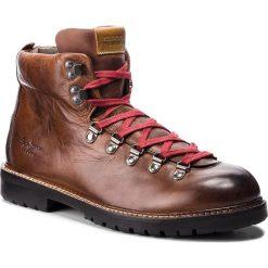 Trapery PEPE JEANS - Sherpa Boot Lth PMS50165 Brown 878. Brązowe śniegowce i trapery męskie Pepe Jeans, z jeansu. W wyprzedaży za 399.00 zł.