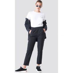 NA-KD Spodnie joggersy - Black. Czarne spodnie materiałowe damskie NA-KD. Za 161.95 zł.