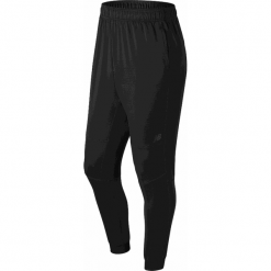 New Balance MP73041BK. Czarne spodnie sportowe męskie New Balance, na jesień, z elastanu. W wyprzedaży za 199.99 zł.