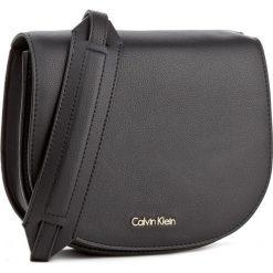 Torebka CALVIN KLEIN BLACK LABEL - Metropolitan Saddle K60K603781 001. Listonoszki damskie Calvin Klein Black Label. W wyprzedaży za 309.00 zł.