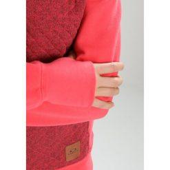 Oakley SUNDOWN HOODIE Bluza rozpinana neon coral. Bluzy damskie Oakley, z bawełny. W wyprzedaży za 350.10 zł.