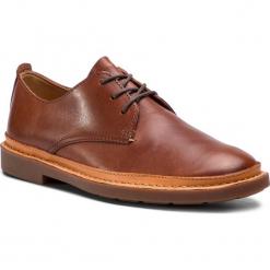 Półbuty CLARKS - Trace Tailor 261348387 Mahogany Leather. Brązowe półbuty na co dzień męskie Clarks, z materiału. W wyprzedaży za 349.00 zł.