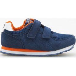 Sportowe buty na rzepy - Granatowy. Buty sportowe chłopięce marki bonprix. Za 79.99 zł.