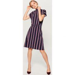 Sukienka w paski - Czarny. Czarne sukienki damskie Mohito, w paski. W wyprzedaży za 79.99 zł.
